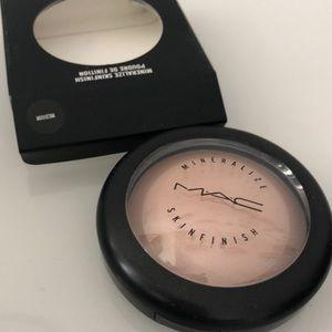 MAC mineralized skinfinish - medium
